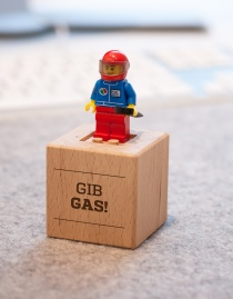 MONUMENT BRIQ »Gib Gas«